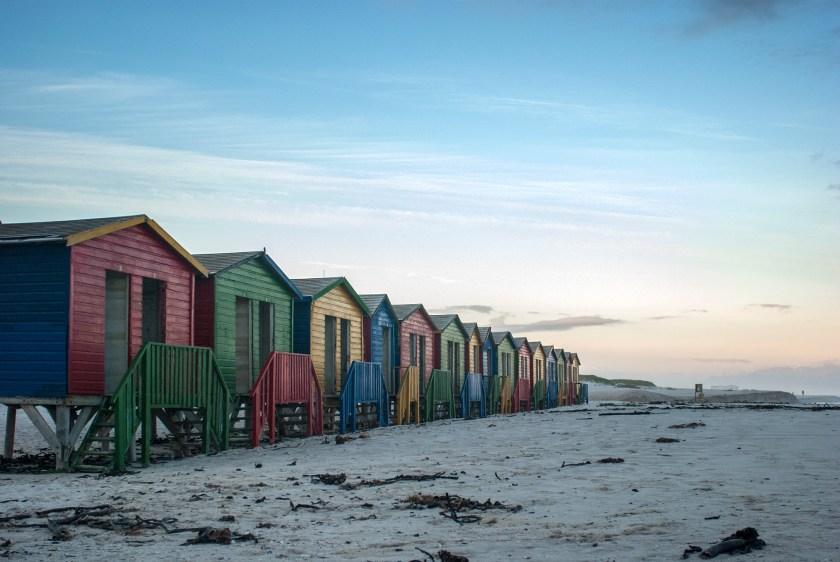 Muizenberg,-la-spiaggia-con-le-cabine-colorate