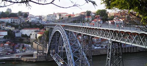Piatti tipici portoghesi e ristoranti e locali notturni a