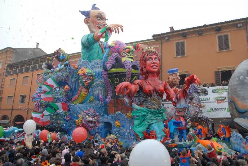 Dove festeggiare il Carnevale con i bambini in Italia -Carnevale di Cento foto presa da Internet-