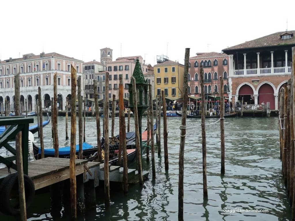 Cosa vedere a Venezia con i bambini in tre giorni - traghetto Santa Sofia -