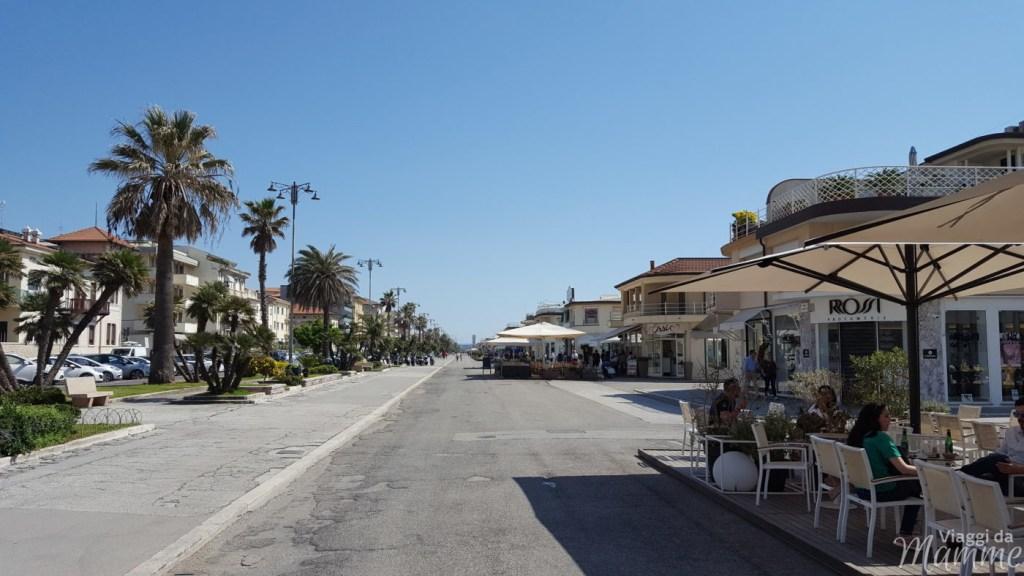 Vacanza in Versilia con bambini: cosa fare a Viareggio e dintorni -la Passeggiata-