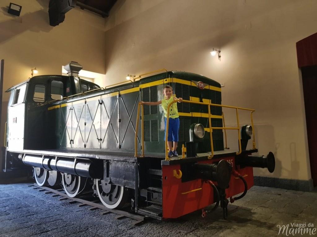 Locomotiva diesel nel quarto padiglione