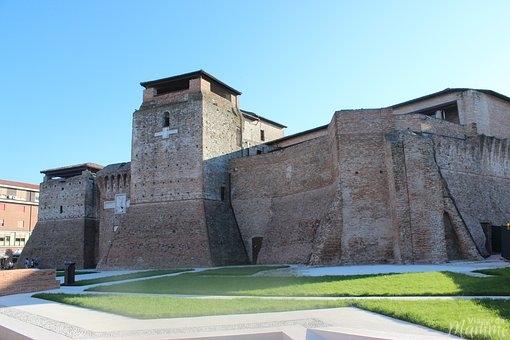 Cosa vedere a Rimini: alla scoperta della città romana -Castel Sismondo-