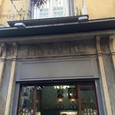 Ingresso della pasticceria Pintauro, Napoli