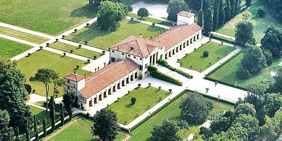 La villa Emo di Fanzolo Treviso vista dall'alto