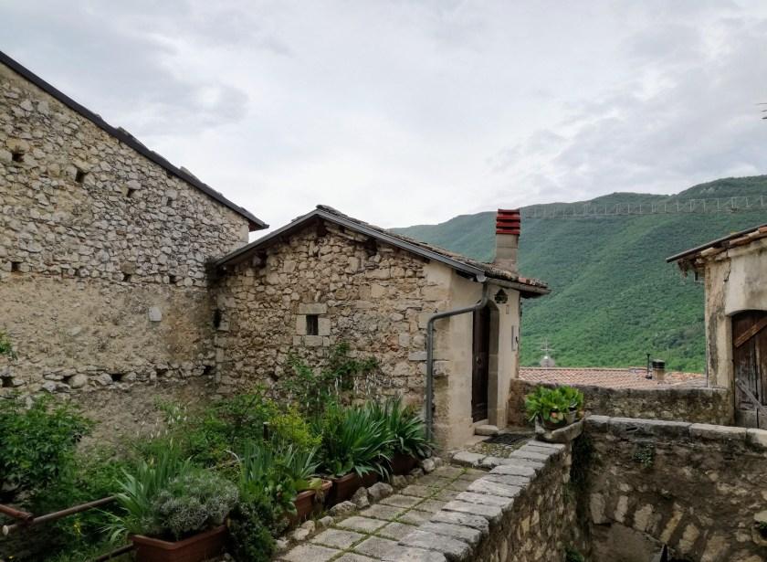 vista del borgo di fontecchio