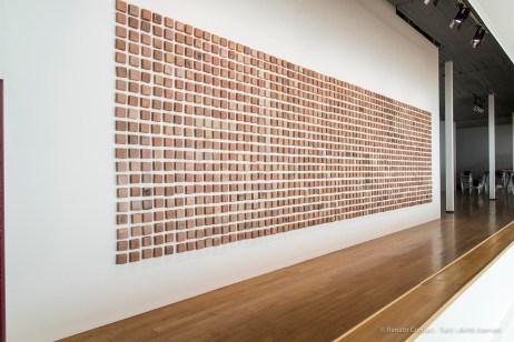 """Teresa Margolles, """"La Gran America"""". Un memoriale dedicato alle migliaia di migranti caduti durante l'attraversamento del confine con gli Stati Uniti."""