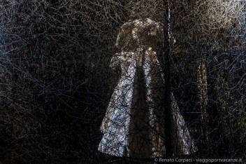 """Chiharu Shiota, """"Riflessione di spazio e tempo"""". Nove viaggi nel tempo"""