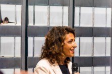 PierCarla Delpiano, presidente Fondazione Stelline. Sullosfondo, Michael Wolf, Transparent City