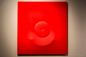 Agostino Bonalumi, Rosso, 1966, 128x120 cm, Tela estroflessa e tempera vinilica