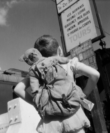 Willy Ronis, Vincent, sur la route des vacances, 1946. Ministère de la Culture / Médiathèque de l'architecture et du patrimoine / Dist RMN-GP © Donation Willy Ronis