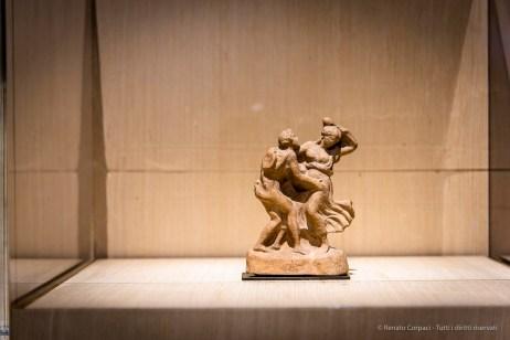 Anonimo, Satiro e menade (300-200 a.C.). Terracotta; 14,7 x 10,2 cm; inv. Cp 5407 Paris, Louvre, Départements des Antiquités greques, étrusques romaines