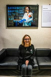 """Caterina La Porta, Biologa, docente di Patologia Generale, Group Leader del gruppo di ricerca OncoLab. Una vita da scienziata – I volti del progetto #100esperte"""" , fotografo Gerald Bruneau, ©Fondazione Bracco-Cristina Risciglione"""