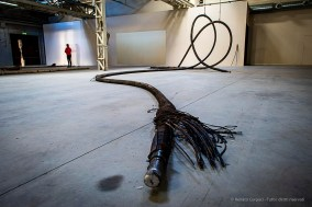 Giorgio Andreotta Calò, Senza titolo (Cavi), 2019. Sezione di cavo sottomarino. 3 elementi/elements, 1100 x Ø 9 cm ciascuno. Commissionata e prodotta da Pirelli HangarBicocca