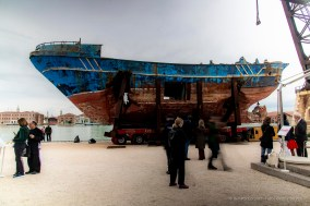 Christoph Büchel, Barca nostra, relitto del peschereccio libico simbolo della strage di migranti avvenuta nel 2015 nel Canale di Sicilia