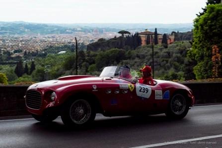 Miki Biasion, Silvia Settembrini su Ferrari 250 Sport Vignale 1953 in Via Bolognese a Firenze