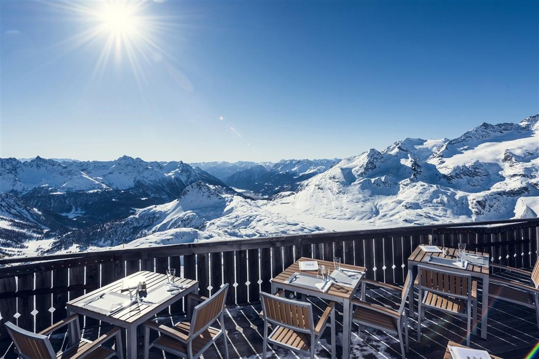 Engadina St Moritz sciare al sole a Corvatsch Corviglia