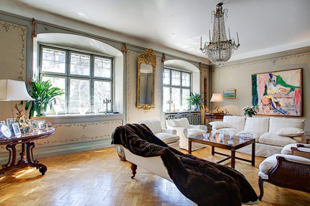 Traditional and Elegant Interior Design in Large Townhouse  Windows  ViahouseCom