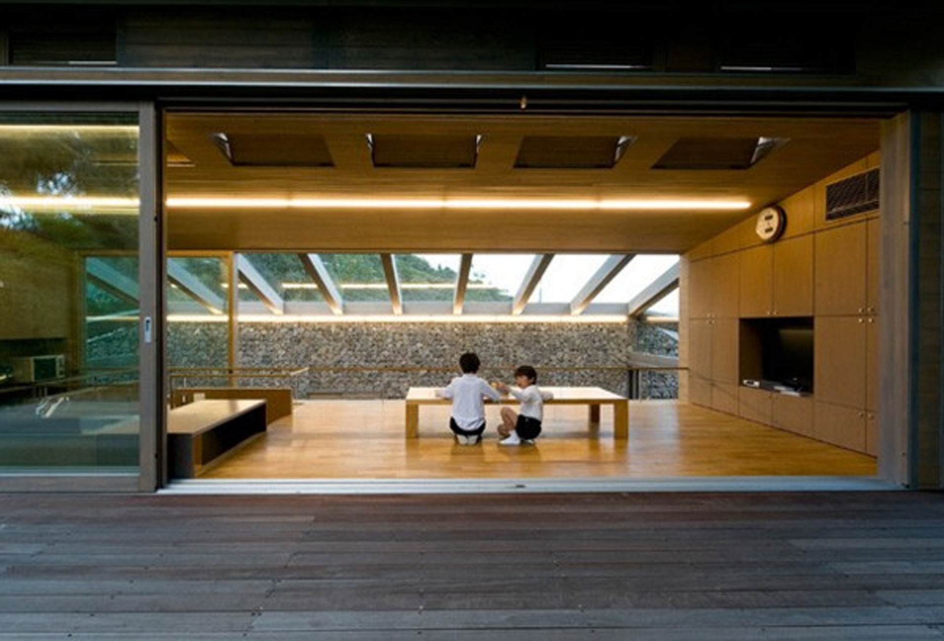 The Beach Valley a Roof of Glass House Design  Interior