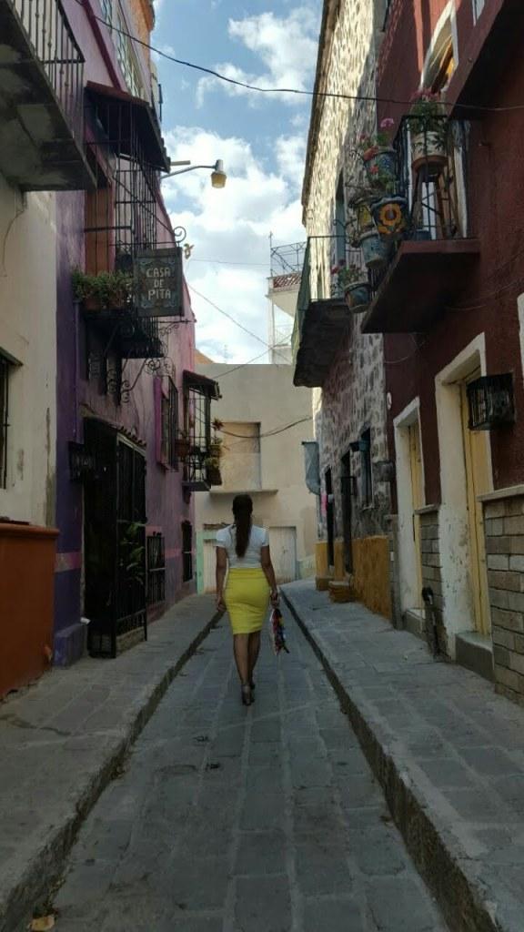 Caminando por los callejones de Guanajuato.