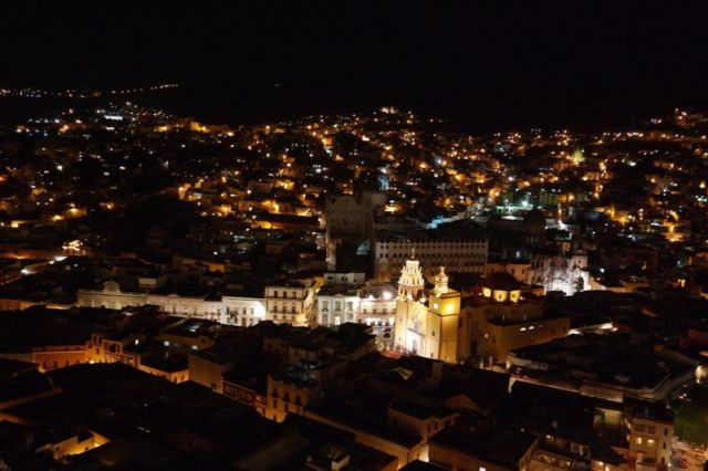 Vista nocturna desde el Mirador del Pípila.
