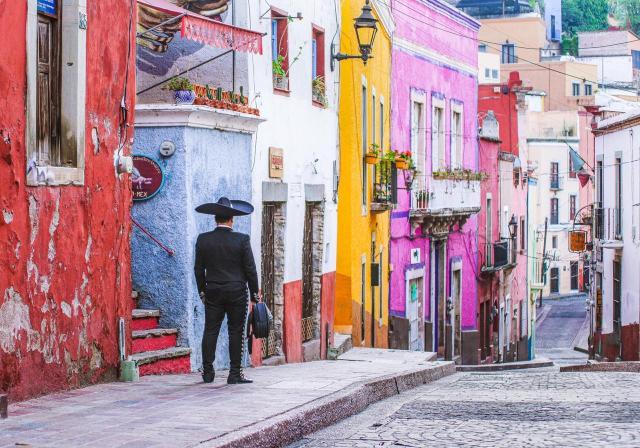 Música y mariachi en las calles de Guanajuato. Créditos Omar Loza.