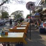 Puesto de comida callejera en Vientián