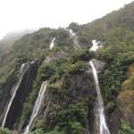 Las cascadas en el camino, es la ventaja de la lluvia