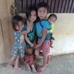 Los niños de Laos, un poco tímidos