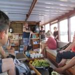 El briefing en el barco de buceo