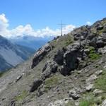 La cruz en una de las cimas de la montaña