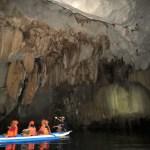 Las barcas dentro de la cueva