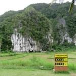 Saliendo del parque paramos por unos minutos en la parte exterior de estas cuevas