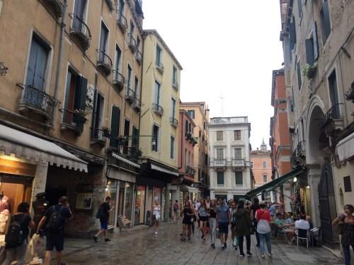 Llena de callejones y canales, Venecia es uno de los destinos más turísticos del mundo