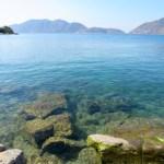 El lugar de snorkeling, el agua del lago es muy cristalina