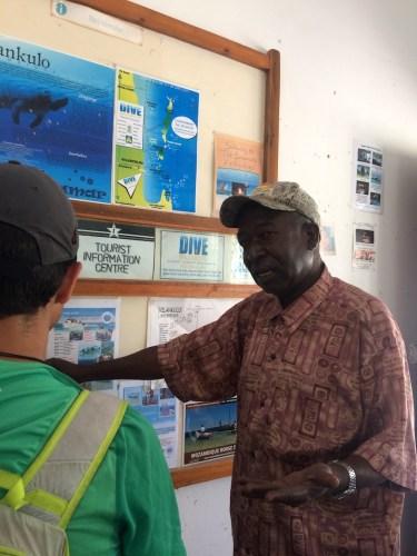 Jonas quien dirige la oficina de turismo local ndembeka@gmail.com celular 825250457