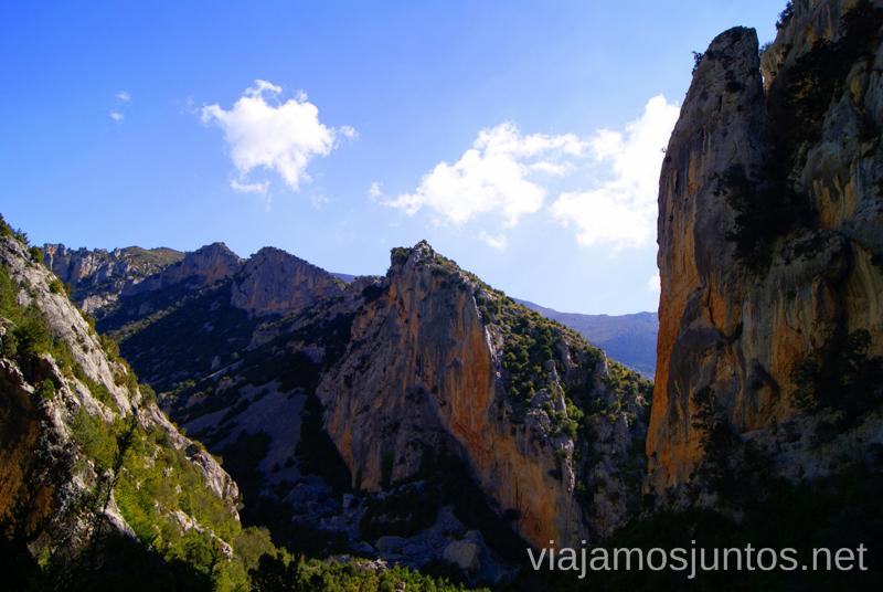 Vía ferrata: Virgen del Castillo y la cordillera Ruta circular Rodellar - pueblo abandonado Otín - Rodellar. Vistas del barranco Mascún, Dolmen Losa Mora