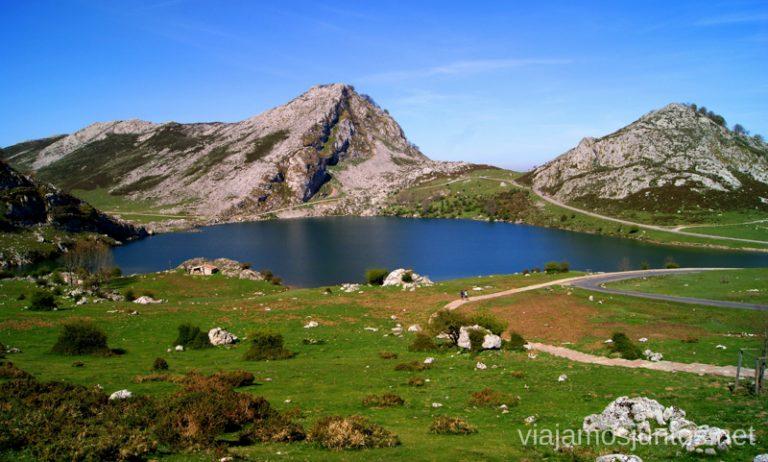Lagos de Covadonga desde arriba Asturias, que hacer, donde ir; montaña, playa, pueblos con encanto
