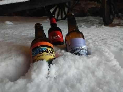 ¿Una cervecita bien fresca? Vivir invierno en Cantabria frío, nieve y experiencias únicas