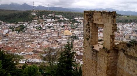 El castillo vigilando la ciudad Ruta de los castillos y batallas, Jaén, Andalucía
