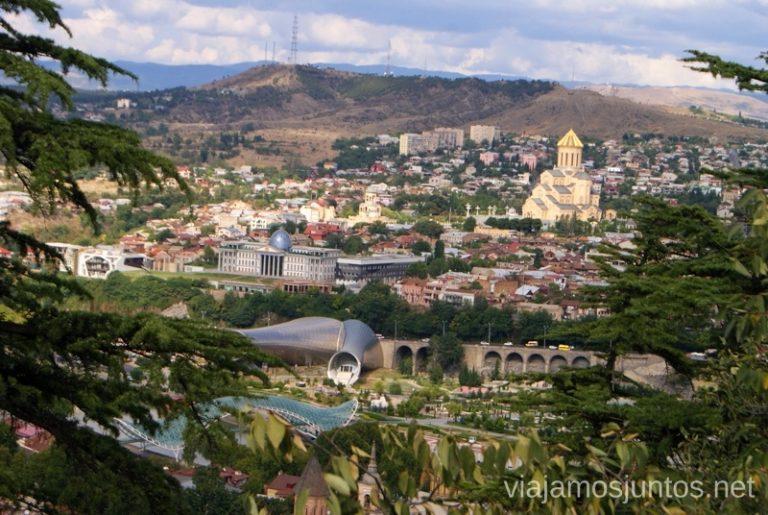 Vistas panorámicas de Tbilisi (Tiflis), Georgia Itinerario de viaje por Georgia. 17 días. Gran Cáucaso Parte II Tbilisi Tiflis Kutaisi Vardzia Batumi la Playa Costa