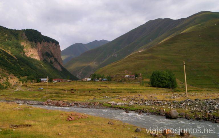 Kvemo, uno de los pocos pueblos del Valle de Truso Excursión al Valle de Truso, Kazbegi, Stepantsminda, Georgia
