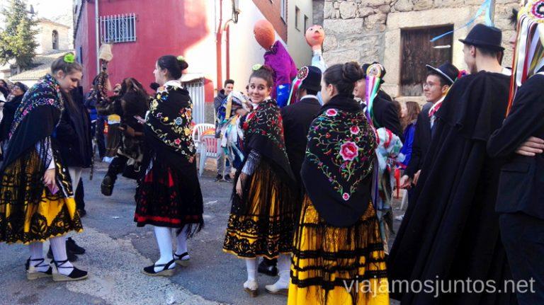 Quintos y Quintas por las calles de Navalacruz Mascaradas Abulenses en Gredos. Carnavales tradicionales populares Ávila Castilla y León