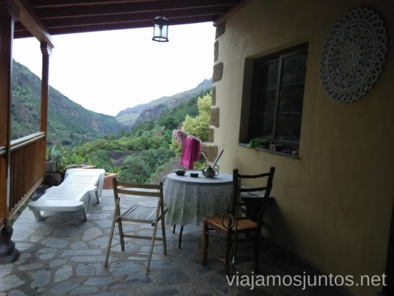 Donde dormir en la Palma Terraza de Rivendell con vistas al Barranco de las Angustias Alojamiento barato en la Palma, Islas Canarias