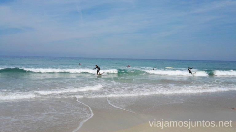 Surfeando en la playa de Razo (A Coruña) Galicia Surfear por primera vez Surfear en Galicia #GanasdeArtSurfCamp