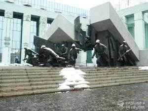 Memorial-de-los-Héroes-del-Levantamiento-de-Varsovia-02