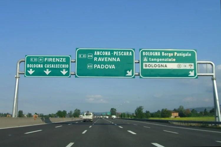 As placas de sinalização de trânsito na Itália d9a952532b