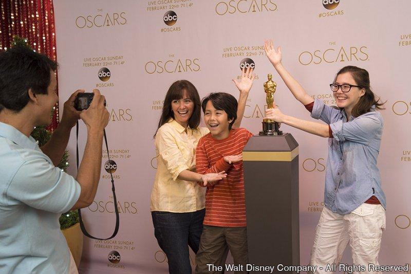 Tire uma foto ao lado da estatueta do Oscar no parque Disney's Hollywood Studios