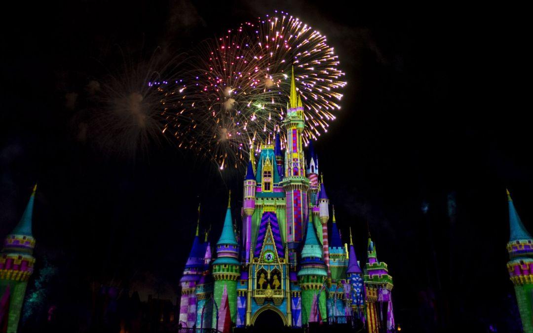 Assista ao vivo o novo show Minnie's Wonderful Christmastime Fireworks no dia 8 de novembro