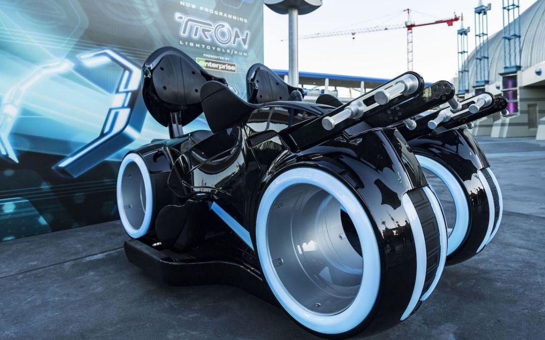 TRON Lightcycles em exibição no Magic Kingdom